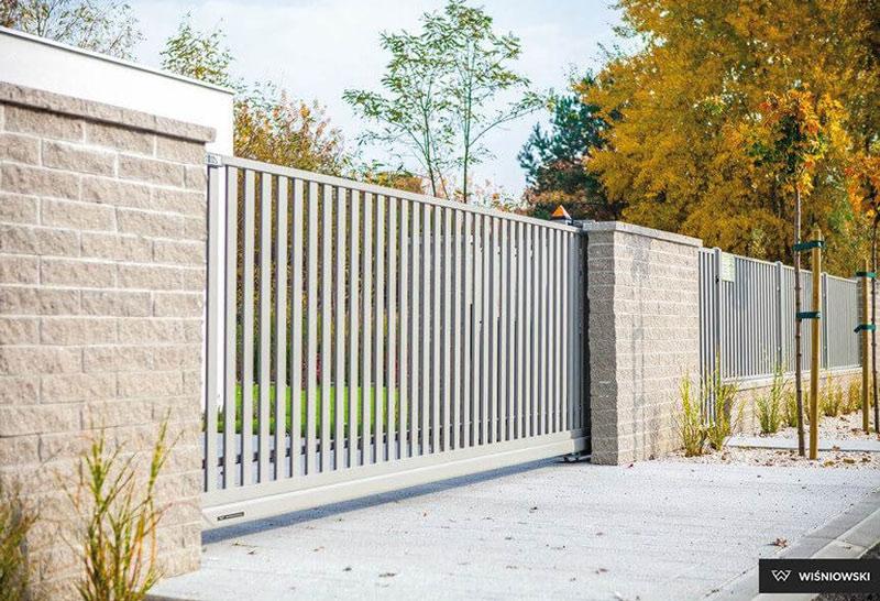 Jaką bramę wjazdową wybrać? 5 błędów, których lepiej nie popełniać - ogrodzenia-europlot.pl