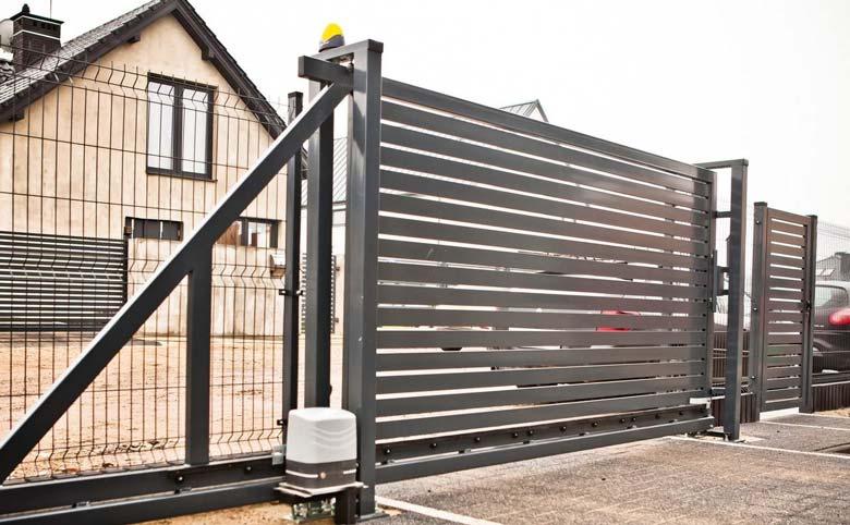Jak działa i ile kosztuje brama przesuwna z montażem - ogrodzenia-europlot.pl