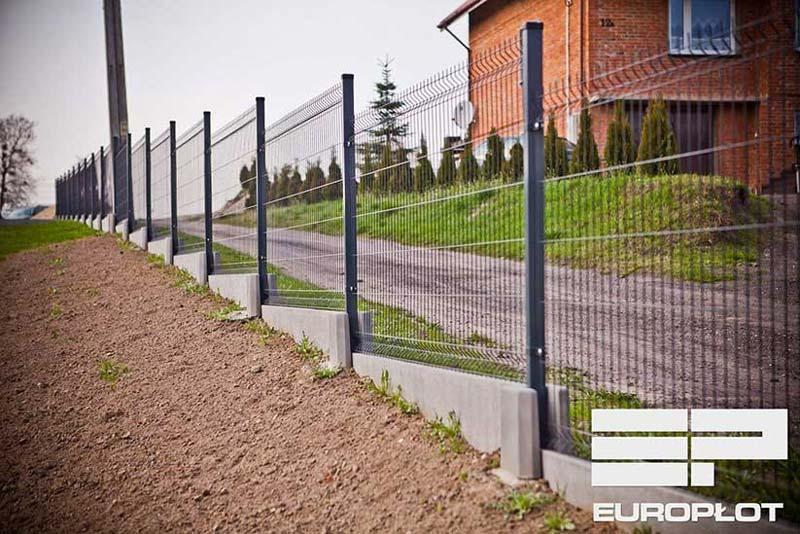 Jak zamontować ogrodzenie panelowe z podmurówką? - ogrodzenia-europlot.pl
