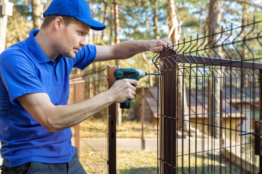 Budowa ogrodzenia panelowego wokół domu – formalności, średnie koszty, czas trwania - ogrodzenia-europlot.pl